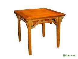 Bàn bát tiên đơn giản là bàn gỗ có khắc 8 vị tiên loại giản dị giống vầy