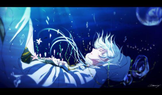 Bởi vì động tác lúc trước toàn bộ tóc giả của Tịch Đăng đều rớt xuống kèm với gương mặt bị vẽ đn trắng ngần ở dưới nước nhìn thấy thật khin cho người ta sợ hãi